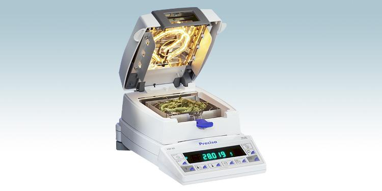 Precisan XM- ja EM-kosteusanalysaattorit. Laitteissa on tarkkuusvaaka, jossa integroituna kuivainosa, jonka lämmitysyksikkö on joko halogeeni-säteilijä (IR-VIS, jossa infrapuna- (IR) ja näkyvän valon (VIS) alueet], metalli-putki IR-säteilijä (vain IR-alue, soveltuu mm. elintarviketuotantoon) sekä kvartsilasiputki-IR-säteilijä (vain IR-alue). Precisan tuotteet ovat sveitsiläistä huipputekniikkaa, käyttöikä tyypillisesti luokkaa 20 vuotta tai enemmän.